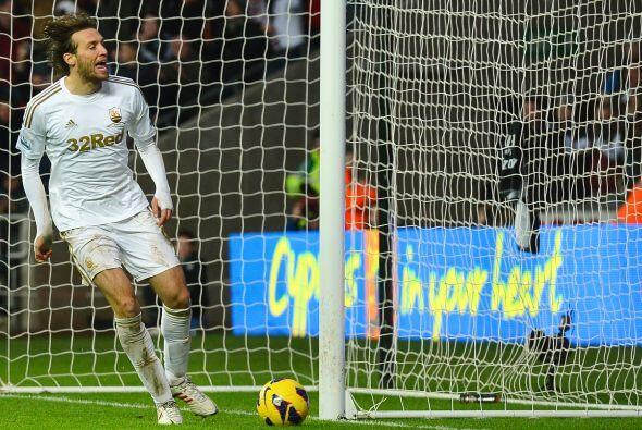 Michu la sigue rompiendo en la Liga Premier con el Swansea.