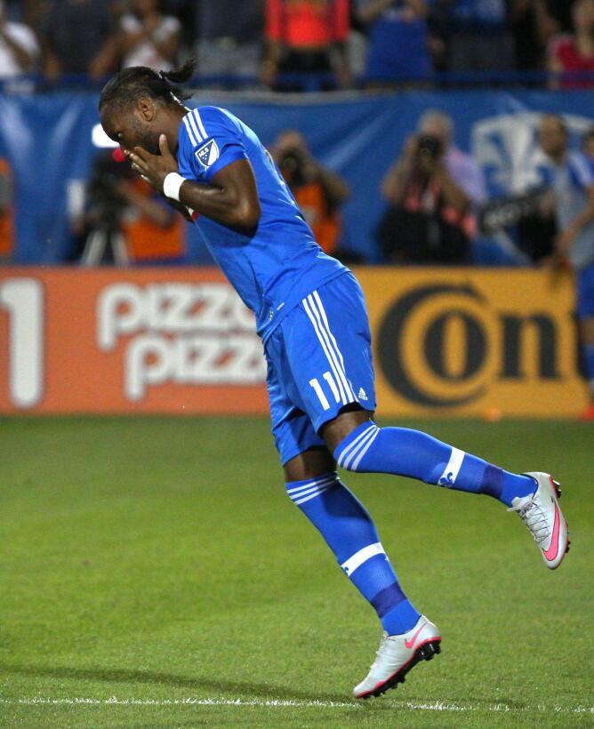 Didier Drogba - el delantero marfileño jugó su primer partido con el Mon...