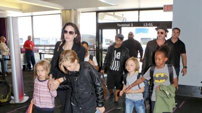 Toda la familia viajó en clase turista.