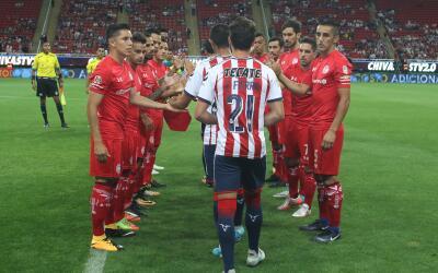 Los Diablos le rindieron homenaje a Chivas.