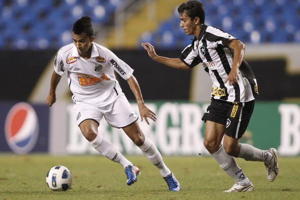 Es él, Neymar. No, no es Neymar, es otro jugador del Santos, Tiago Zen q...