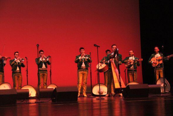Este Mariachi conformado por 13 miembros es uno de los mejores de México...