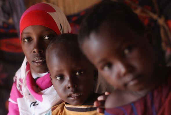 La hambruna azotó nuevamente a Somalia. Entre octubre de 2010 y abril de...