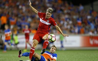 Bastian Schweinsteiger y Chicago Fire tropezaron ante FC Cincinnati.