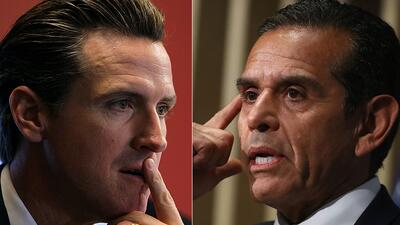 Los aspirantes a la gubernatura de California: Gavin Newsom (izq) y Anto...