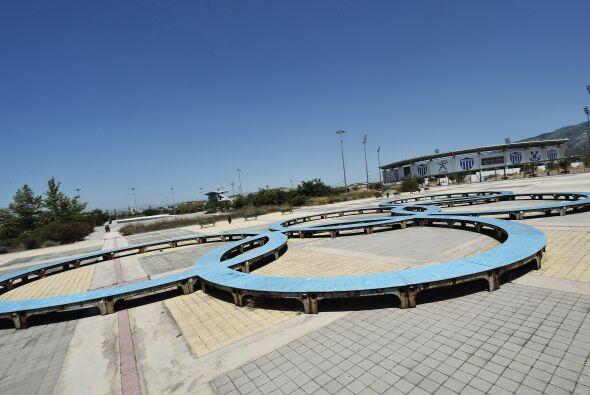 Asimismo, parte de la villa olímpica se encuentra en mal estado.
