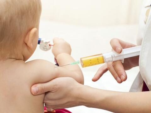 Las vacunas son el primer escudo que pueden los padres darle a sus peque...