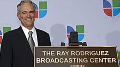 Ray Rodríguez recibió un homenaje por su trayectoria al frente de Univis...