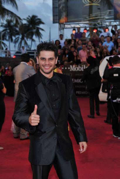 Y miren quién llegó, Rafael Mercadante y se ve tan guapo así delgado. ¡F...