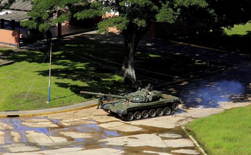 Las fuerzas armadas de Venezuela emitieron un comunicado que tachaba el...