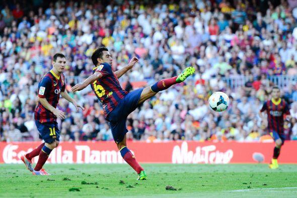 Luego de que Messi rescatara un balón, Xavi se sumó a los anotadores par...