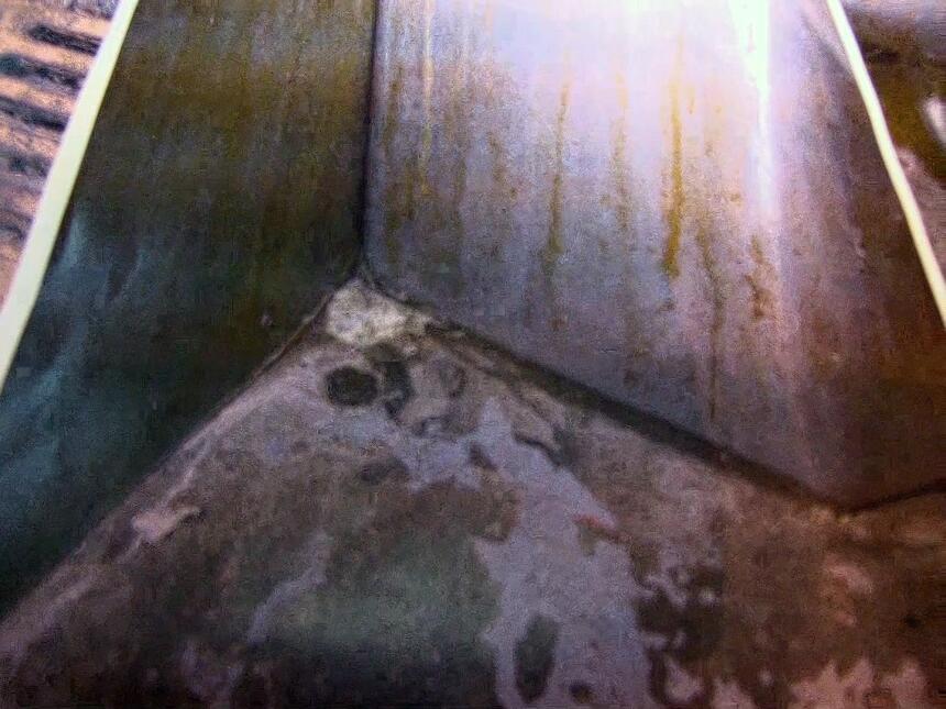 Las imágenes muestran las condiciones de los centros de detención de la...