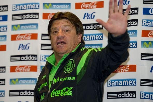 Fuera de la cancha el entrenador mexicano ha usado los micrófonos para e...