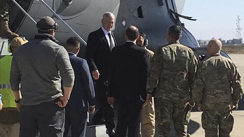El general Jim Mattis, secretario de Defensa, en una visita no anunciada...