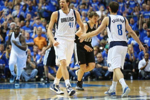 Dirk Nowitzki anotó 22 puntos y fue uno de los mejores jugadores de Dallas.