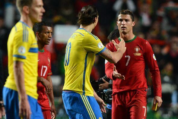 Final del partido y saludo en los cracks, Cristiano Ronaldo y Zlatan Ibr...