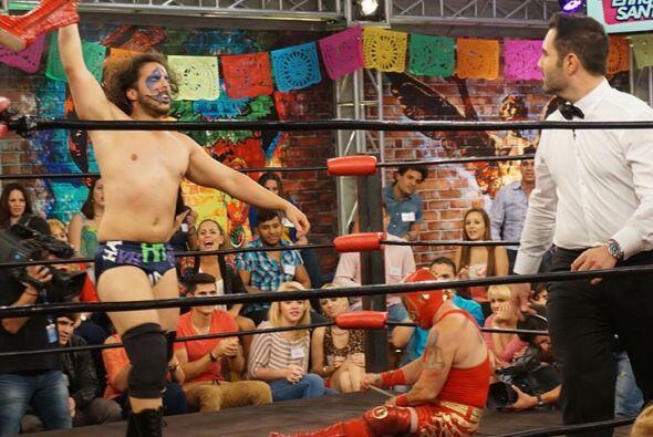 En esta batalla, El Jocker se enfrentó a un peculiar luchador que demost...