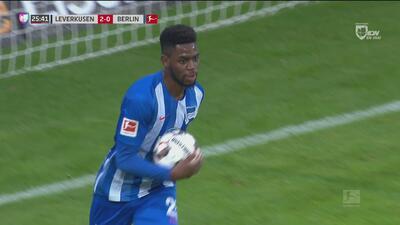 El partido se puso bárbaro: Hertha acorta 2-1 ante Bayer