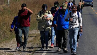 Con un paso en falso arrancó la nueva caravana de migrantes hondureños que buscan llegar a EEUU