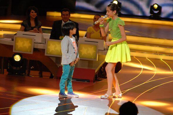 Pero, ¿qué famoso acompañaría a la pequeña durante su interpretación?