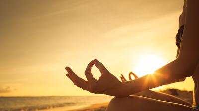 Técnicas antiguas de respiración Yoga para equilibrar el aura