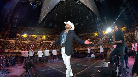 Pancho Barraza cantó ante más de 20 mil personas en Tijuana