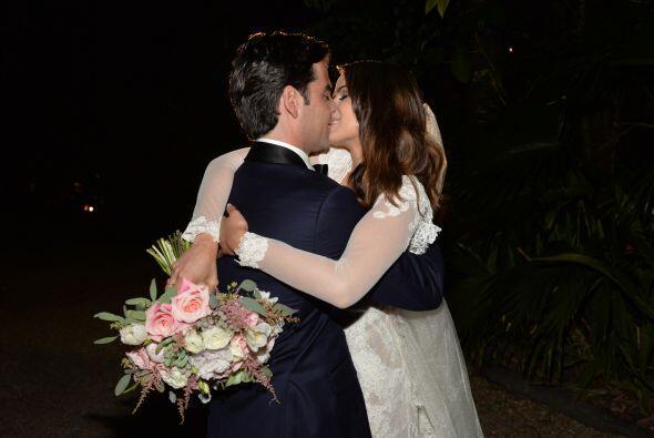 Y qué mejor manera de sellar este momento que con un beso.