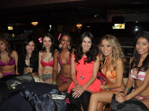 Adios al frío dijeron las chicas de Chicago para modelar en bikin...