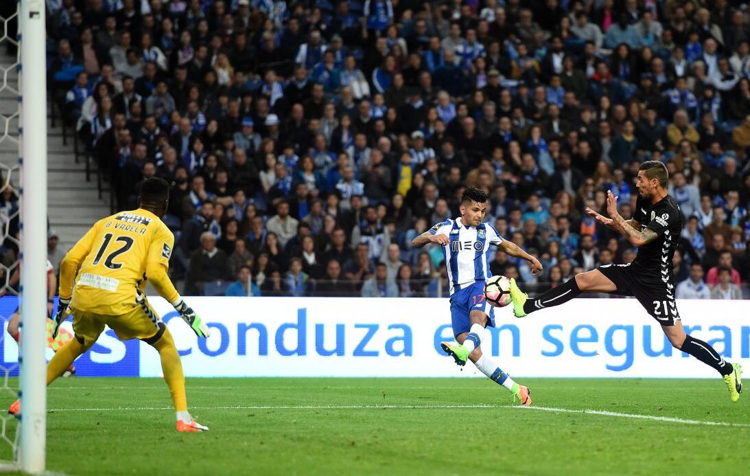 'Tecatito' Corona se disfrazó de Van Basten en el empate del Porto Otro...
