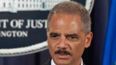 El fiscal general Eric Holder anunció la presentación de cargos contra 1...
