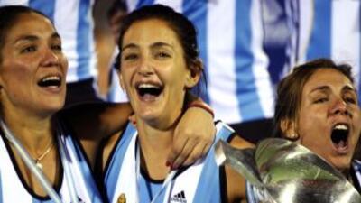 Luciana Aymar (centro) es la mejor deportista argentina del 2010.