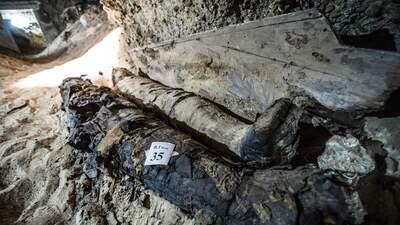 FOTOS: Arqueólogos encuentran 17 momias en una necrópolis egipcia