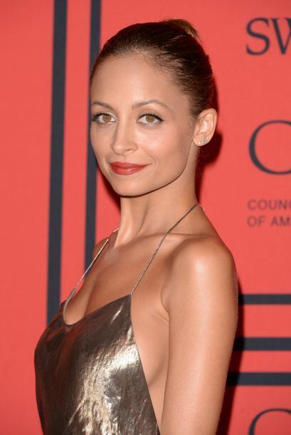 La 'fashionista', Nicole Richie, supo llevar la tendencia de manera eleg...