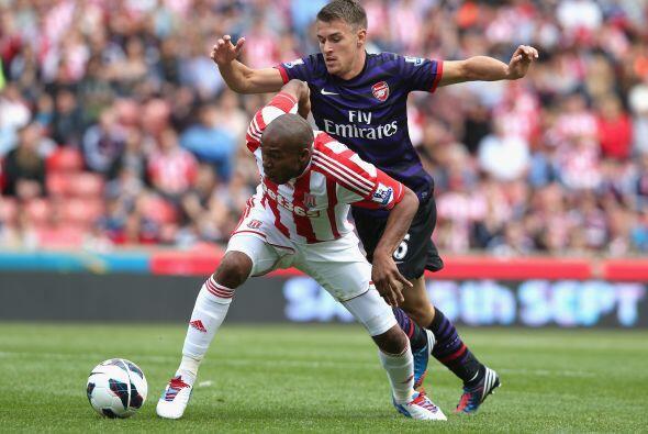 Stoke se esforzaba en defensa para mantener su arco sin goles.