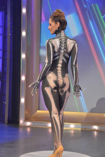 La guapa modelo pintanda, Daniela Cenzano nos deleitó con su escultural...