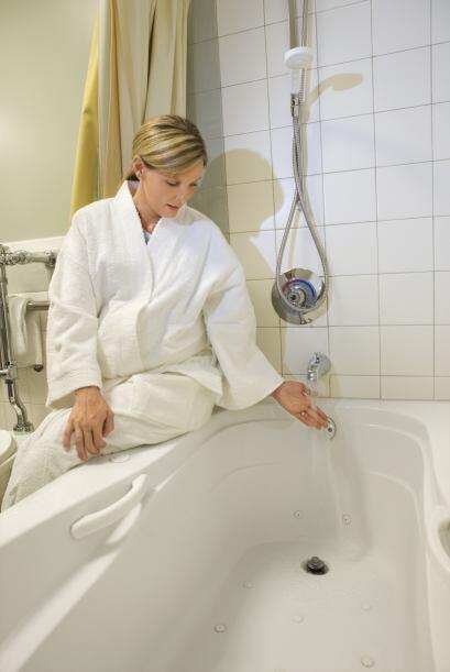 Evita las saunas, los baños de agua caliente y el calor extremo y...