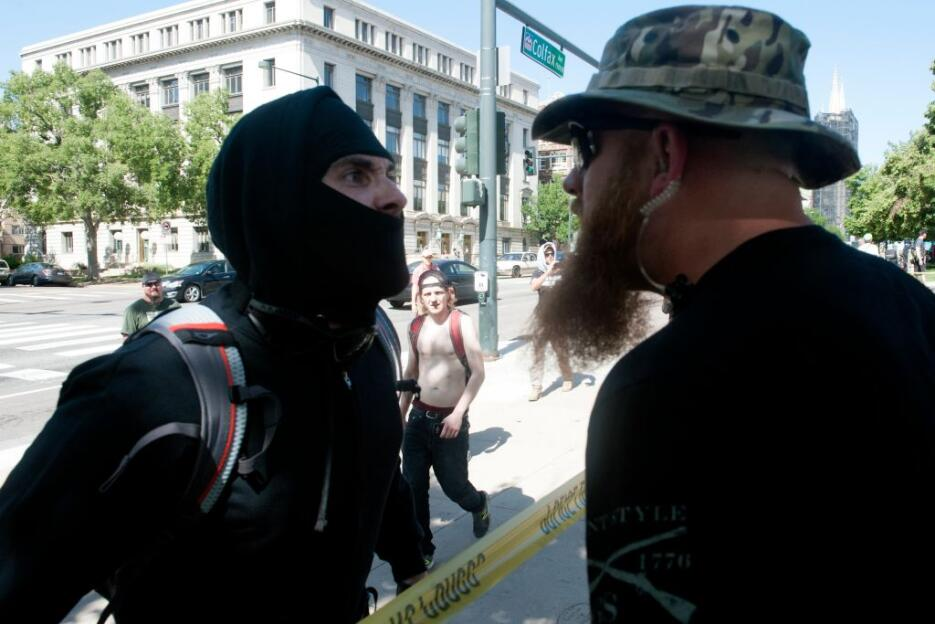 Estos dos hombres se enfrentaron verbalmente en Denver a propósito de la...