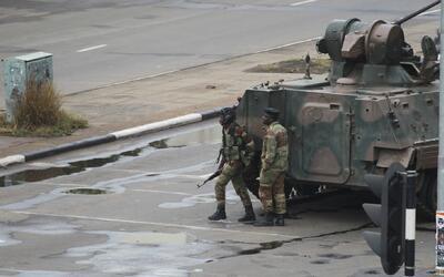 Ejército en la calles de Harare, Zimbabue.