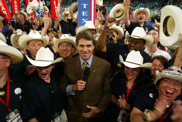 El actual gobernador de Texas Rick Perry se enfrentará al candidato Demó...