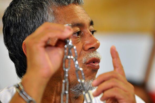 Gustavo Moncayo, un profesor de ciencias sociales de 58 años, se hizo cé...