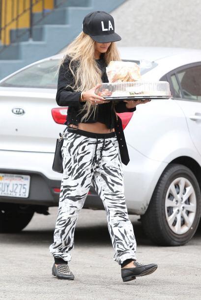 No estamos seguros si lo que lleva ahí es sushi o un pastel, lo que sí n...