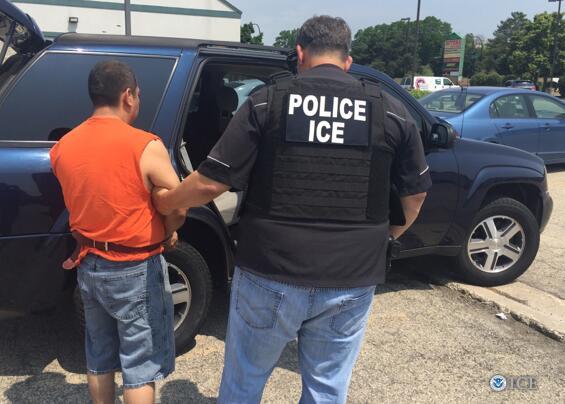ICE dio a conocer que detuvieron a 331 personas de mayo a junio del 2016...