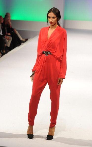 ¡El romanticismo de este color cautivará a todos! Un 'jumpsuit' te hará...