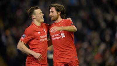 Joe Allen festeja uno de los goles del Liverpool
