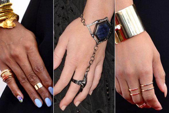 ¡Los anillos regresan con fuerza para llenar de estilo tus manos! ¿Chic...