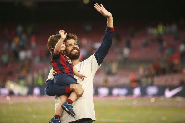 Milan saludando a los aficionados.