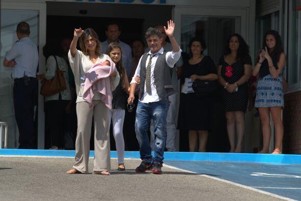 Solo fue un instante el que la familia Sanz saludó.
