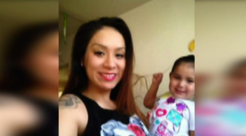 Jasmine Preciado con su hija de 3 años.