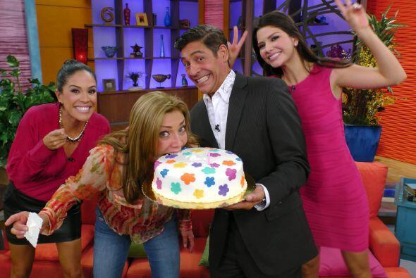 El pastel no podía faltar, teníamos que celebrar en grande con Cynthia.
