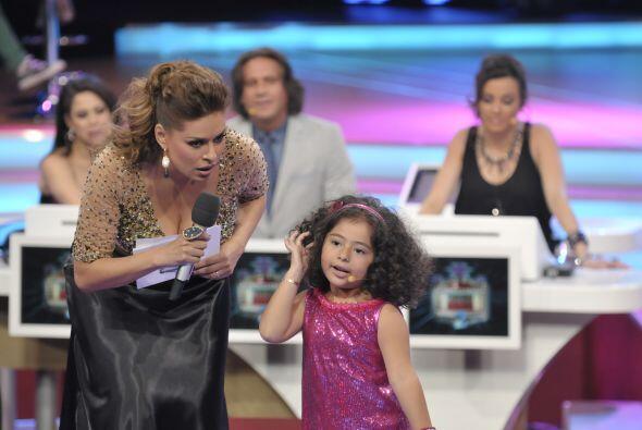 La pequeña gigante decidió que esta vez quería imitar a dos de sus canta...